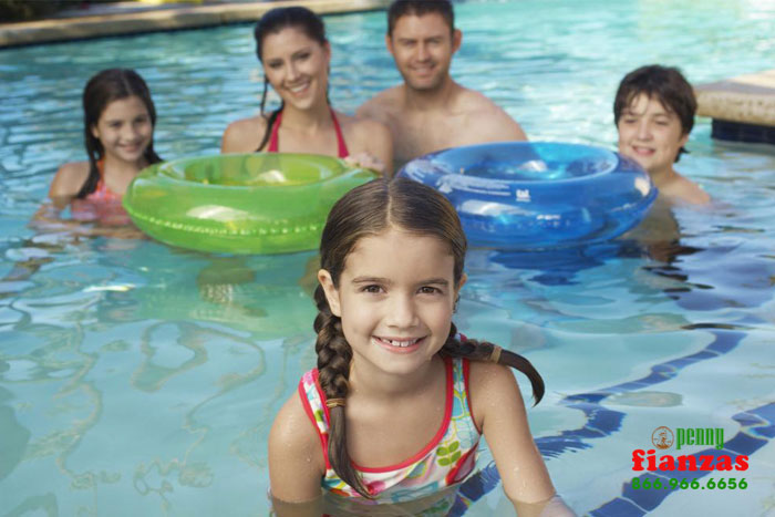 mantener ninos a salvo en el agua